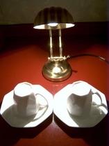 ツインルーム・スイートルームは全室異なるカップ&ソーサー、ランプが備わっております。