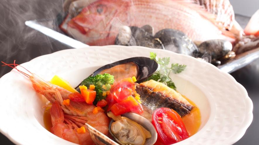 新鮮魚介のうまみがたっぷり詰まった特製ブイヤベース