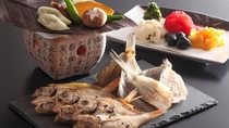 焼き魚や朴葉味噌など和食メニューも豊富♪