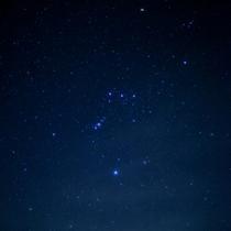*【石の湯の庭】冬の夜空に輝くオリオン座。大切な人と一緒に夜のお散歩もおすすめです☆