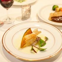 *【夕食】夕食はフレンチのコース料理仕立て+ビュッフェ(バイキング)をご用意
