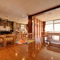*食堂内で移動出来るキッズスペース。安心してお食事をお愉しみいただけます。