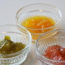*【朝食一例】杏子やブルーベリーなどの手作りジャムと一緒にお楽しみ下さい!