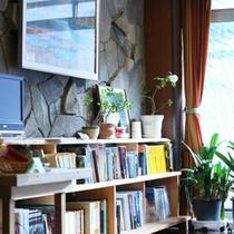 *【館内】書庫コーナーもあり、写真に関する本も楽しめます!