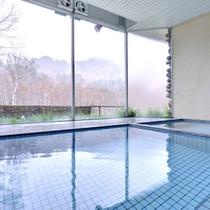 *展望風呂/24時間入浴可能!大きな窓からは志賀高原を眺めます。時間を選ばず心も体もリラックス・・・
