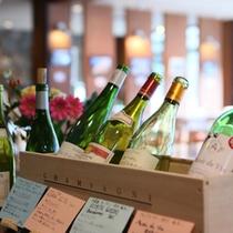 *【ワイン】ワイングラスを片手に、ウッドデッキで静寂の時間をどうぞ。