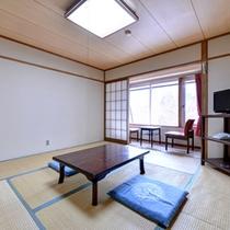 *和室(本館西側)/畳の香りがほのかに薫るお部屋で団欒のひと時をお過ごし下さい。