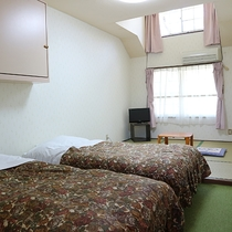 *タイム/シングルベッド2台と4.5畳の畳スペースのお部屋です。ご家族連れにおすすめ。