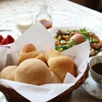 *朝食/焼きたてのパンは足利産の小麦「ゆめかおり」を使用しています。
