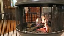 *食堂の暖炉/冬は暖かい暖炉のそばでゆっくりお食事をお楽しみください。