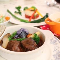 *夕食メニュー一例/牛スネ肉の赤ワイン煮込み