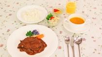 *お子様用夕食一例/小学生のお子様用メニューです。(メインはハンバーグ)
