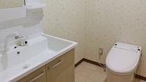 *コネクティングルームお手洗い/洋室ツイン「カモミール」と6畳和室「セージ」のコネクティングルーム