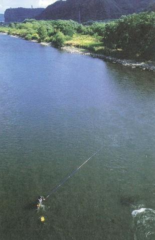 千曲川での釣りの風景