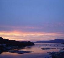 ■伊勢湾を美しく染める夕景を客室から望む