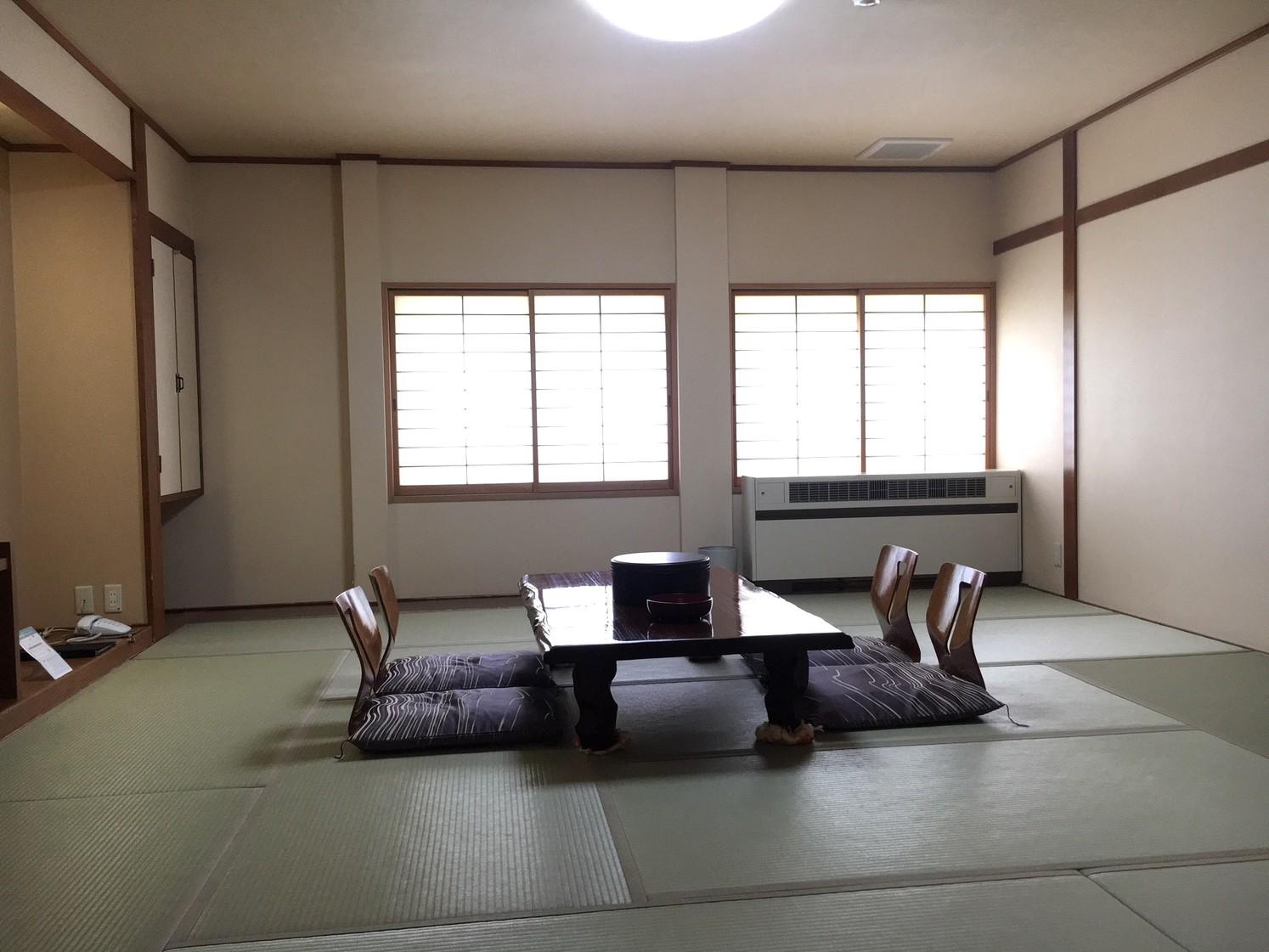 本館和室12畳間(ウォシュレットトイレ付/バスなし)一例