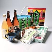 【売店】万座亭オリジナル梅酒「さらら」をはじめ、群馬ならではのお土産を取り揃えております。