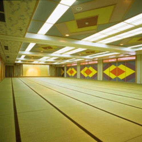 *【大宴会場「里桜」】約150畳ほどの広さ!4分割も可能な和式宴会場です。