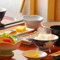 朝食 (※お料理は一例です)