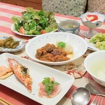 *[夕食全体]季節の材料を豊富に使い愛情をタップリ込めて作るディナー