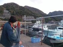 伊勢エビ漁に出漁まえの網の支度
