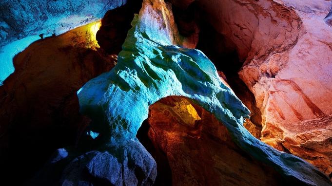 ▼【龍河洞入洞券付】お気軽に非日常体験♪悠久の時を刻む洞窟を冒険しよう!一泊夕朝食付