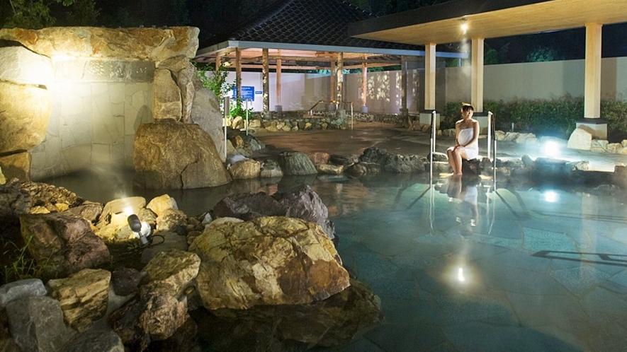 露天風呂【室戸岬の湯】は高知県の観光名所 室戸岬を模した作りとなっております。