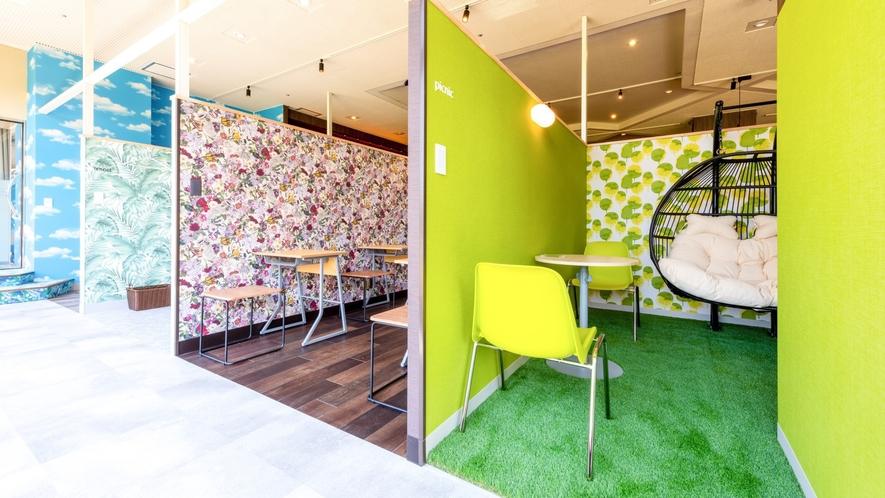 Cafe内にはそれぞれコンセプトの異なる半個室があり、有料にてお使いいただけます。
