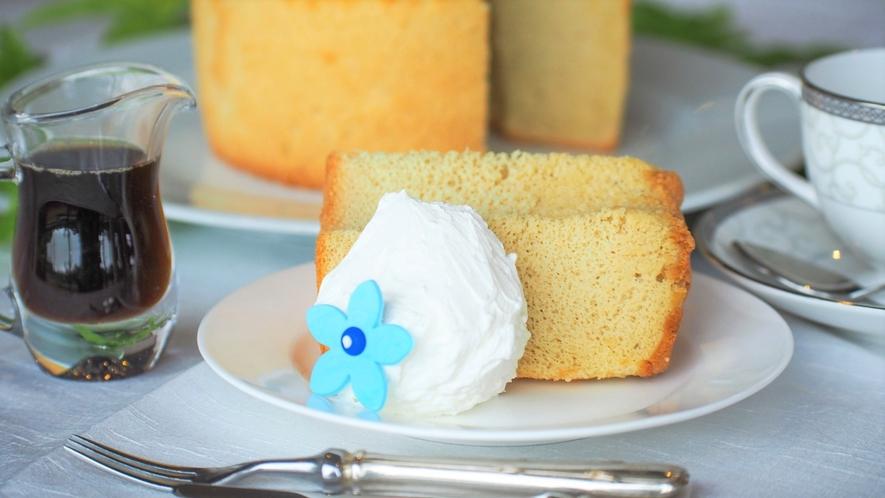 ホテルスタッフが栽培、製糖を行った白玉糖を使った白玉糖シフォンケーキ