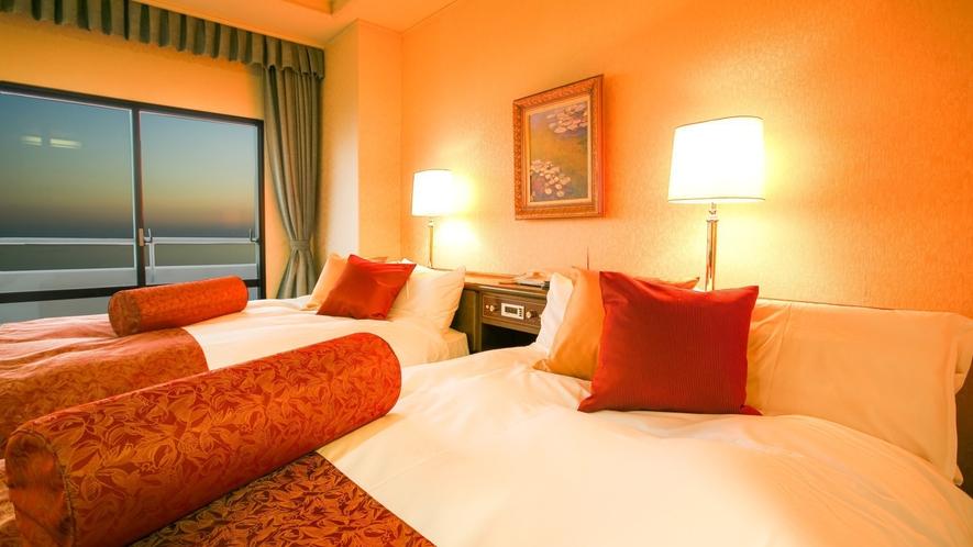 スイートルームは客室最上階にあり、ベッド2台と畳の間があり最大6名様までご宿泊いただけます。
