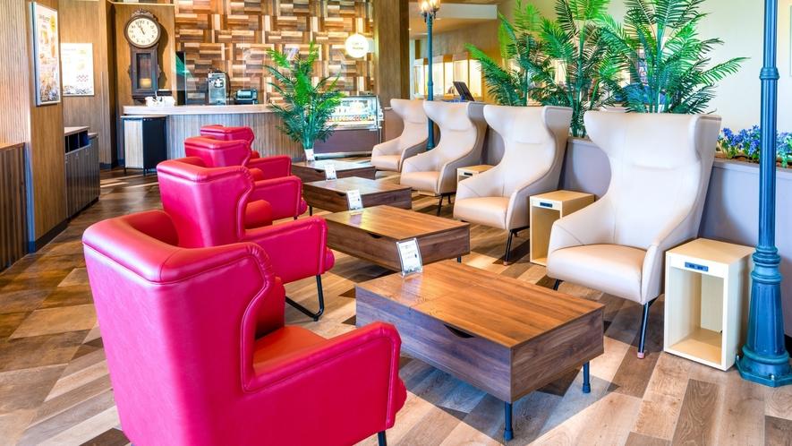 Cafe内にはPCを使った作業にも行いやすい昇降式のテーブルが4卓ございます。