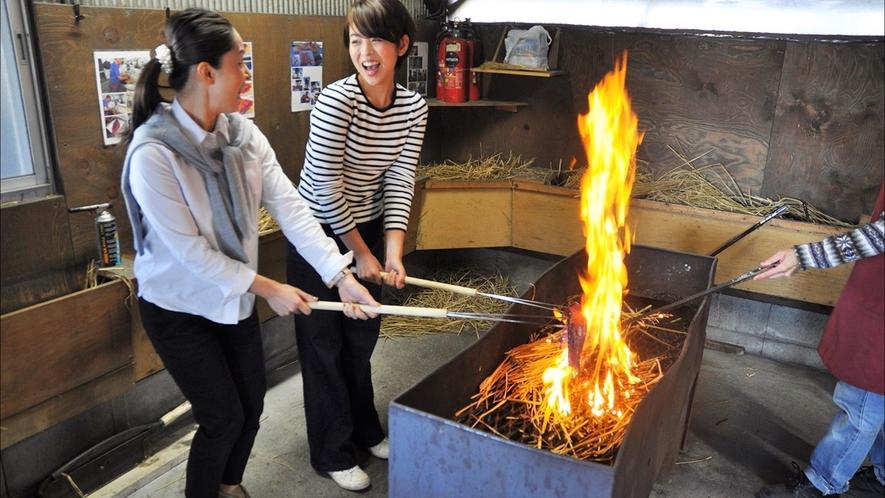 【土佐タタキ道場】ホテルよりお車約45分かつお船の中にある鰹の藁焼きタタキ作りが体験できるスポット!