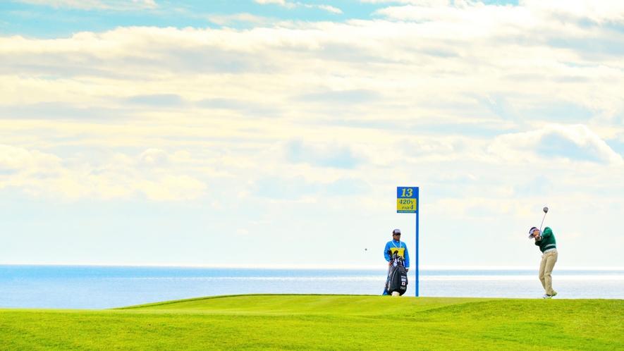 雄大かつダイナミック海と山の景色を楽しめる36ホール。太平洋コース、暖流コース、黒潮コースがあります