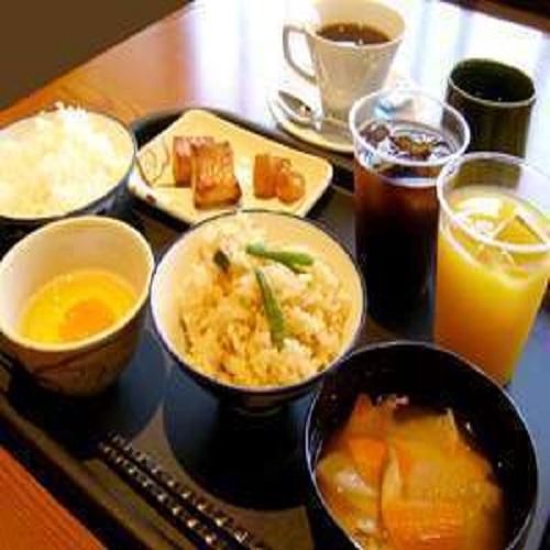 大好評の【朝食バイキング】の一例♪