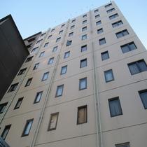 ホテル外観(桜町より徒歩2分の好立地)