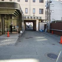 ホテル駐車場1入口