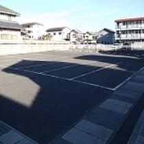 無料駐車場30台収容(大型車不可)