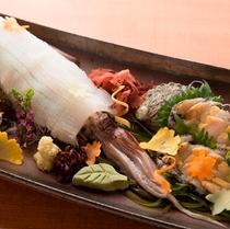 イカの姿盛りと鮑のお造りの「旬一皿」
