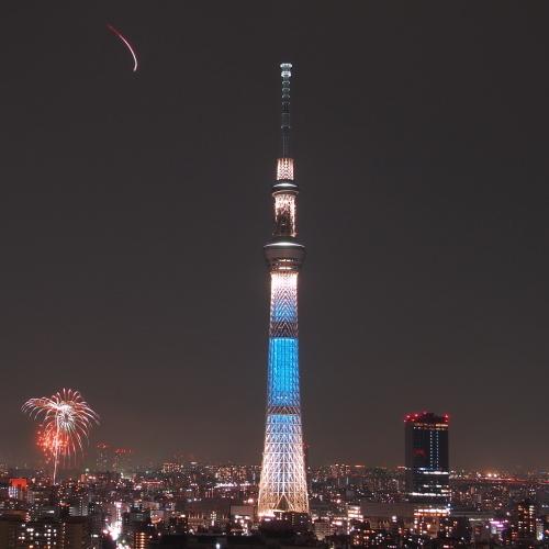東京スカイツリーと隅田川花火
