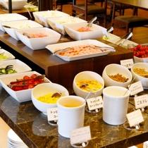 【朝食バイキング全30種類!!】ヘルシーサラダバーや焼き立てパンも