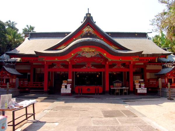 青島神社(本殿) ホテルから徒歩で約15分 ミシュラン・グリーンガイド・ジャポン星2つ★★