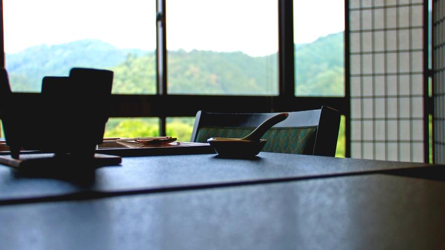 《食事処》広大な景色を眺めながらごゆっくりお食事をお楽しみ下さい。