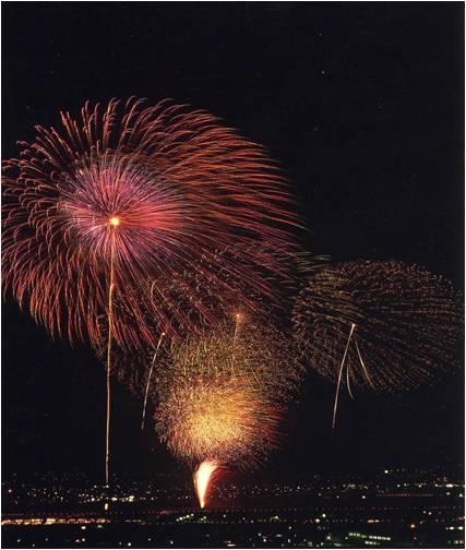 神明の大花火大会です。毎年8月7日20000発夜空に輝きます。