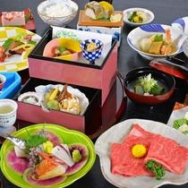 月替わりで旬の食材を取り入れた会席料理をご用意いたします。