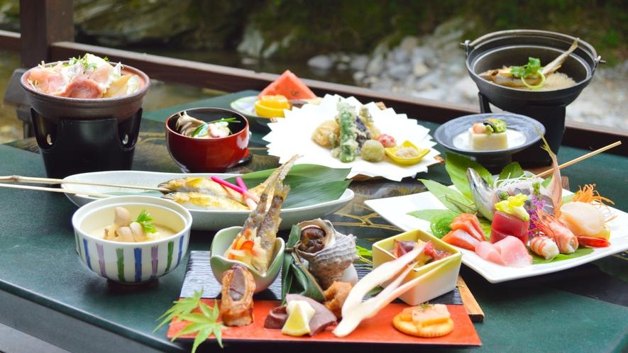 川床・ベーシックコース【初夏の一例】・板前の腕が光る会席料理を最高のロケーションで。