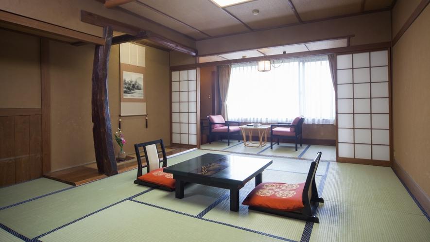 一般和室11畳 + 広縁付き。本館タイプ客室は純和風の造り。
