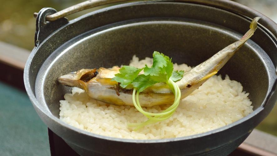 川床【初夏の一例】お食事は清流の王様「鮎飯」