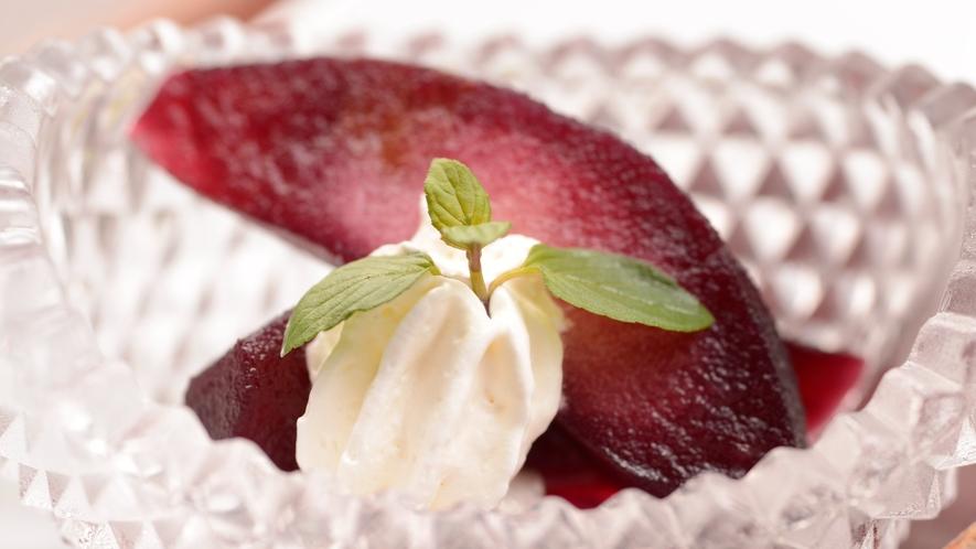 川床【秋の一例】デザート一例。リンゴのワイン煮