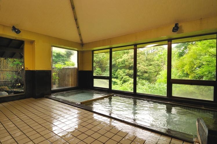 女性用大浴場「たからの湯」。利用時間は15:00~翌10:00なので滞在中はいつでも利用可