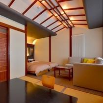 【特別室*のあざみ】ソファーに腰掛けると窓から「金精山(コンセイザン)」の 屏風岩が見えます♪
